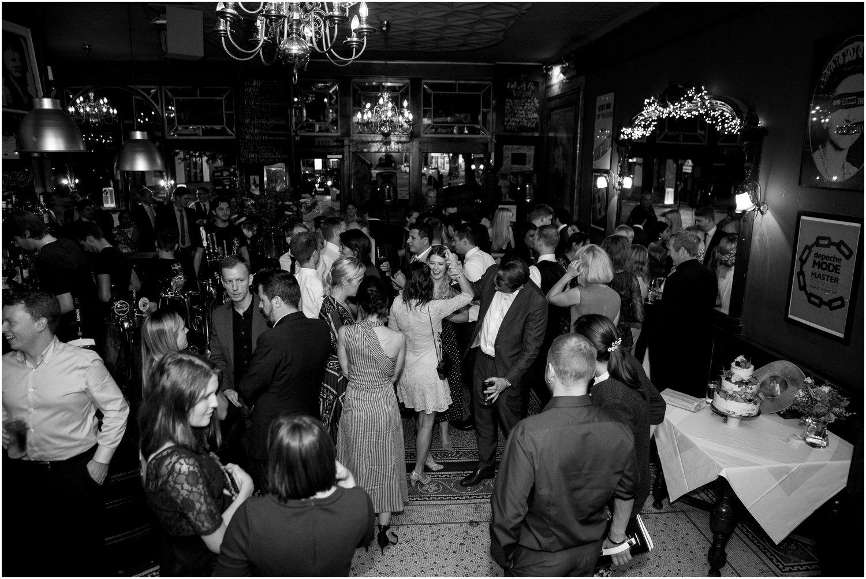peasant-pub-wedding-photographer